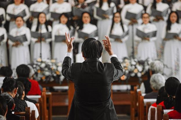 A church choir singing hymns